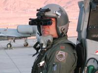 El Pentágono invierte 200 millones de dólares para proteger los ojos de los pilotos de los ataques láser