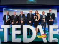 De izquierda a derecha: Manuel Torres (Aeronáutica), Pedro Pintó (Trayectoria Profesional), Álvaro Giménez (Espacio), Jaime de Rábago (presidente de TEDAE), Estefanía Matesanz  (Futuro Profesional), Antonio Rodríguez (Defensa) y Félix Azón (Seguridad)