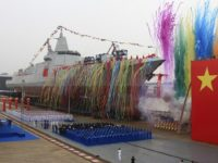 La última clase de buque de guerra de China hace su presentación pública